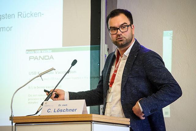 """Dr. med. Christoph Löschner bei seinem Vortrag im Rahmen des """"Jungen Forums"""" bei Jahreskongress 2017"""